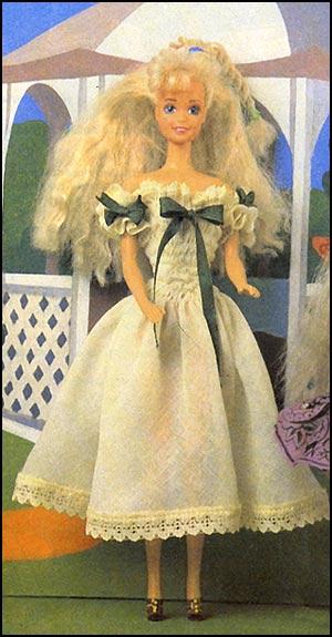 Кремовое платье для куклы барби