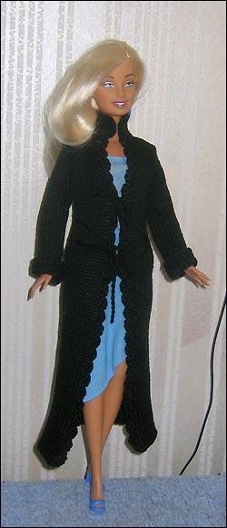 Вязаное пальто для куклы Барби