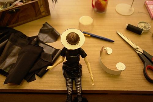 примеряем шляпку на куклу момоко