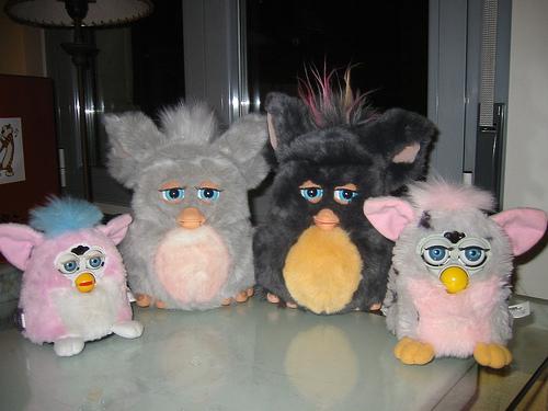 Игрушки Furby разных лет
