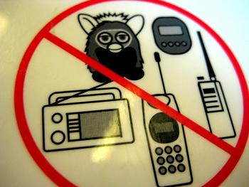 предупреждение в самолете ферби