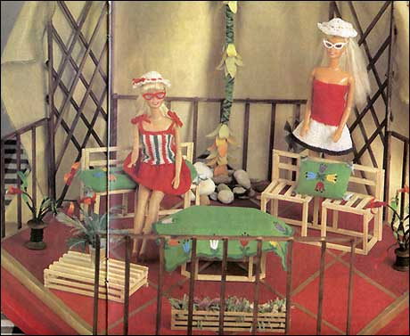 Деревянная мебель для Барби и небольших кукол.