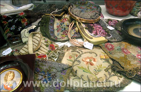 схемы вышивки бисером старинных маленьких сумочек.